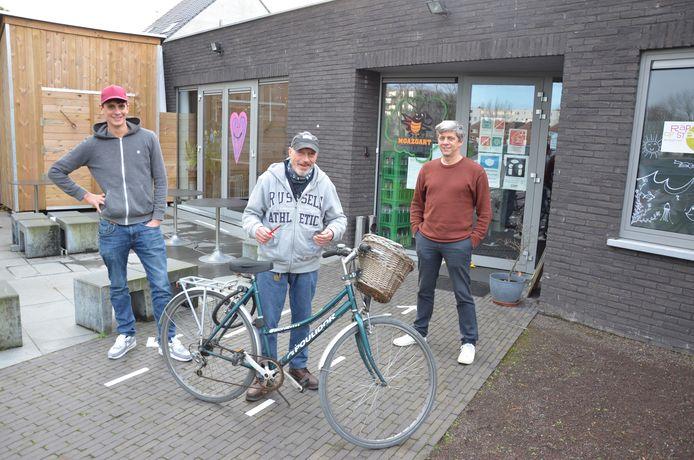 Bert, Freddy en Jan doen samen een warme oproep aan de Lokeraars om de werking van De Moazoart financieel een duwtje in de rug te geven.