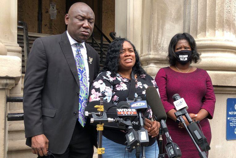 Tamika Palmer, de moeder van Breonna Taylor spreekt de media toe. Beeld AP