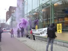 15 activisten Extinction Rebellion opgepakt na illegale demonstratie: 'Van Zanen hypocriet na Duindorp-feestje'