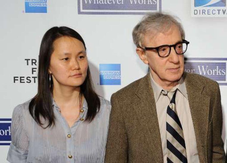Woody Allen heeft nu een relatie met Soon-Yi Previn.