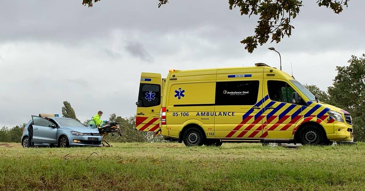 Lesauto betrokken bij ongeval op N342 in Oldenzaal: vrouw raakt gewond.
