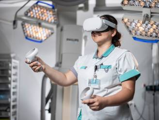 """Met de VR-bril op de neus een aspiratiesonde plaatsen: """"Veilige manier die zelfvertrouwen van studenten en verpleegkundigen opkrikt"""""""