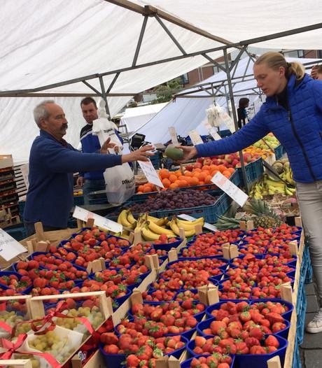 Nieuwe opzet weekmarkt Veldhoven: 'De markt is overzichtelijker en komt gezelliger over'