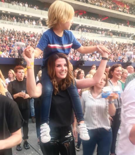 De grootste fans van Guus genieten van concert en Rico Verhoeven pakt mooie prijs