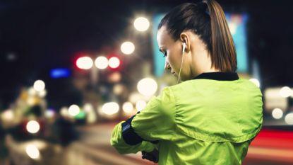 Veilig sporten in het donker doe je met deze tips en accessoires