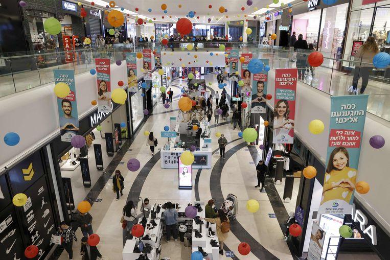De winkelcentra zijn ook weer open. Beeld AFP