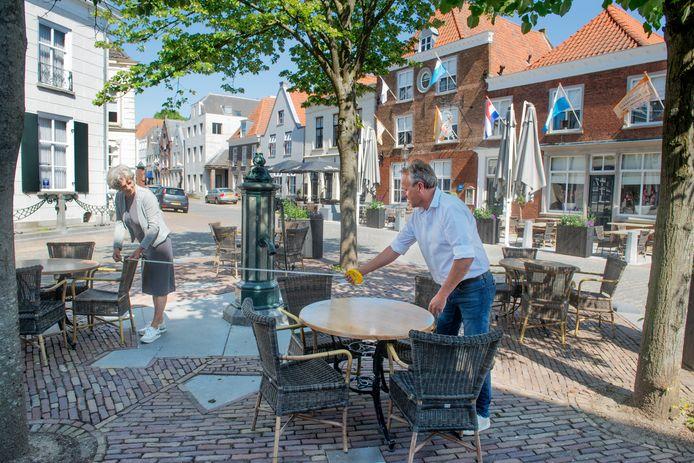 In de historische binnenstad van Ravenstein zijn de terrassen weer open. Fotograaf: Van Assendelft/Jeroen Appels
