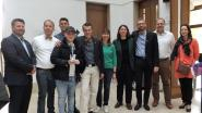Niel ontvangt trofee voor 'holebivriendelijkste gemeente'