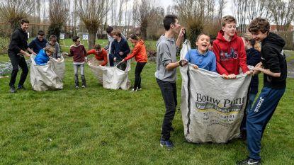 Jongeren proberen Highland Games uit