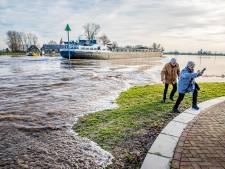 OPROEP | Zeldzame zomerse hoogwatergolf in de IJssel: wat valt jou op?