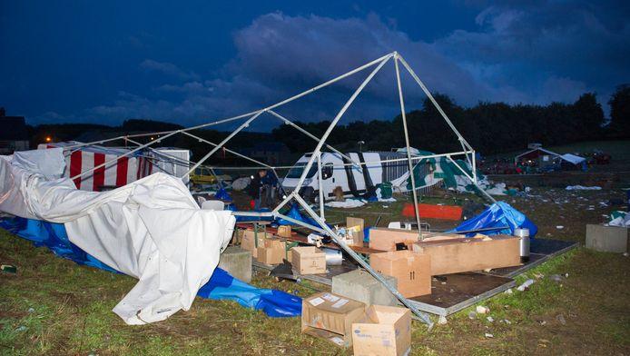 Un chapiteau s'est effondré sous la force du vent dimanche à Marbay, faisant 33 blessés, dont quatre plus grièvement.