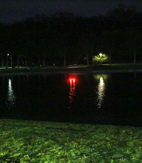 Hulpdiensten in Helmond rukken uit voor een auto ter water, maar het blijkt een roodverlichte fontein