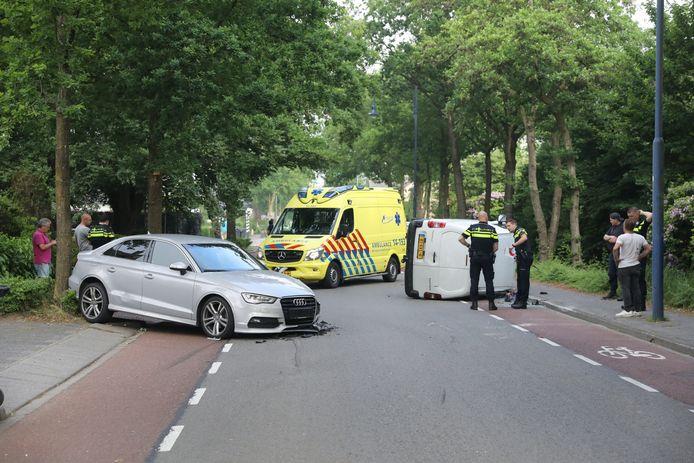 De ravage na het ongeval op de Laardeweg in Eemnes.