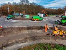 Rotonde Vijf Eikenweg klaar: 'Verkeersslachtoffers moeten tot verleden horen'