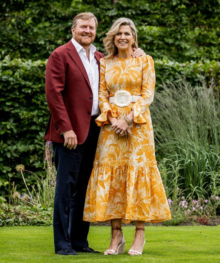 Koning Willem-Alexander en koningin Maxima tijdens de zomerfotosessie bij Paleis Huis ten Bosch. Beeld ANP