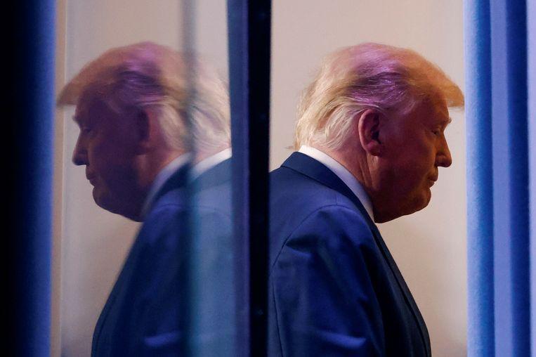 Donald Trump gisteren na zijn toespraak over de verkiezingen in het Witte Huis.   Beeld Reuters