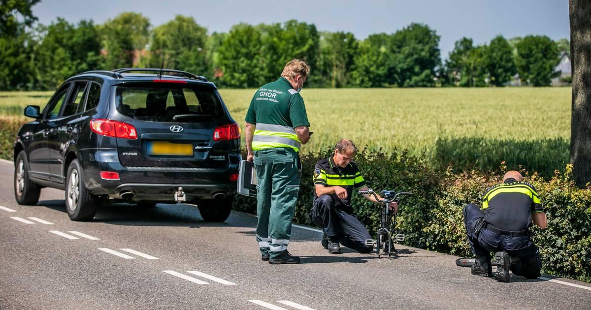 Kind op fietsje zwaargewond door aanrijding met auto in Gendt.