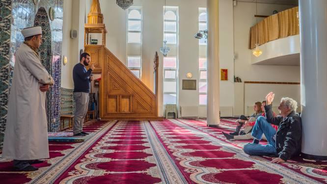 Moslimorganisaties vragen burgemeester te stoppen met volgacties: 'Discriminerend en illegaal'