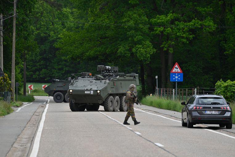 Een grote leger- en politiemacht zocht eerder in het Belgische Nationaal Park Hoge Kempen naar de voortvluchtige militair. Beeld BELGA