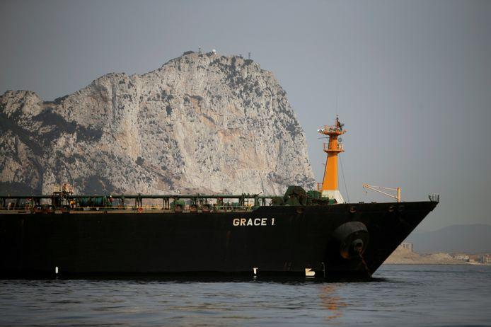 De Iraanse olietanker Grace 1 ligt aan de ketting voor de kust van Gibraltar.