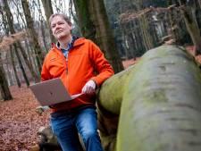 Marc helpt de wandelaar ontsnappen uit de 'Bermudadriehoek' in het Edese bos