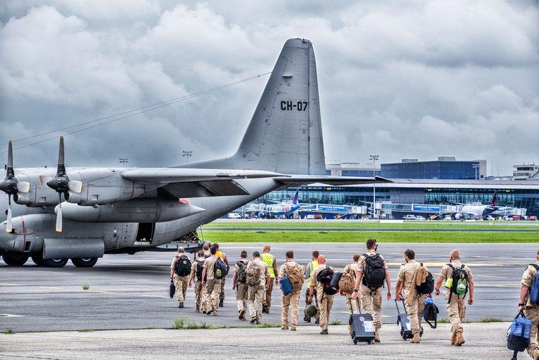 Vertrek van Belgische militairen in Melsbroek naar Afghanistan. Beeld Tim Dirven