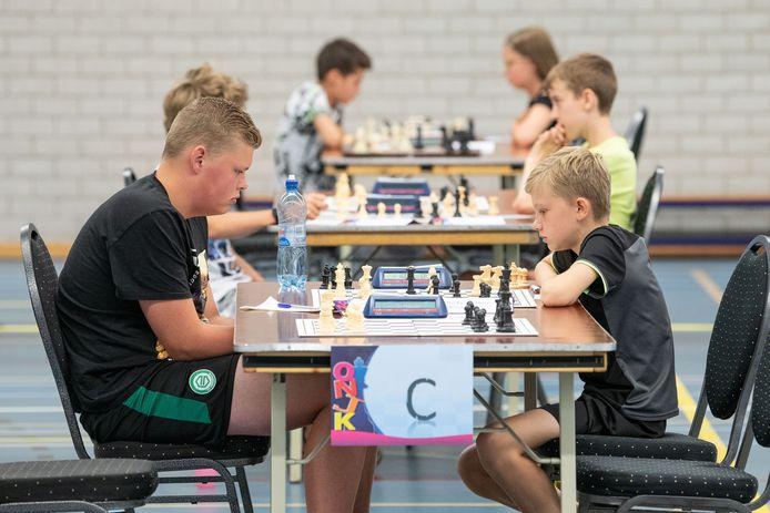 Schaken in een gemoedelijke sfeer: dat is het kenmerk van het kampioenschap in Borne.