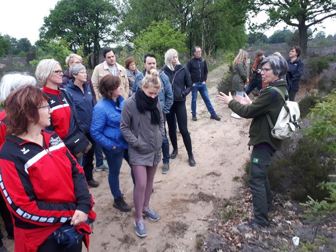 Boswachter Hanneke Elbertsen vertelt over de oorsprong van het dauwtrappen.