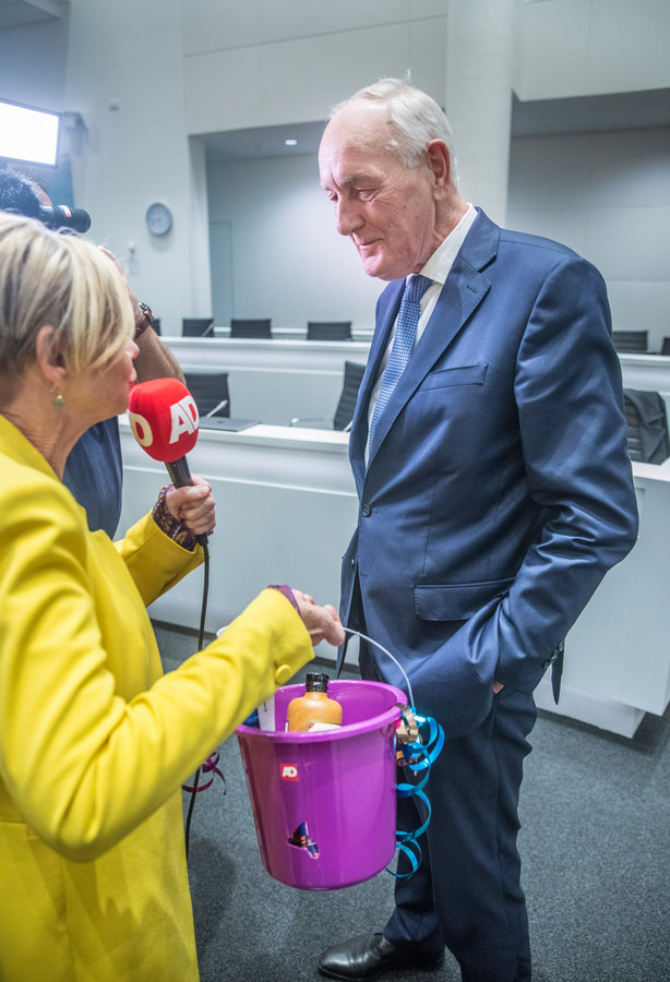 Waarnemend burgemeester van Den Haag Johan Remkes komt kennis maken.Hij krijgt een presentje van het AD.(Den Haag 11-10-19) Foto:Frank Jansen
