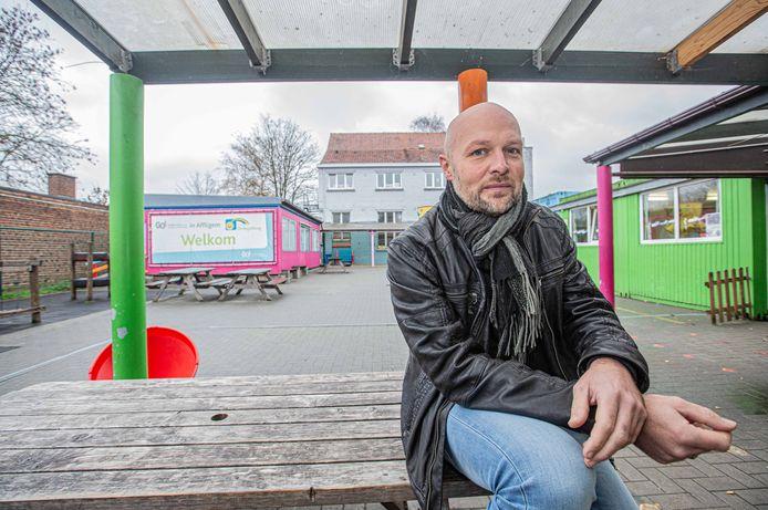 Directeur Stijn Van Achter van de GO! Bassisscholen 't Lessenaartje en De Regenboog.