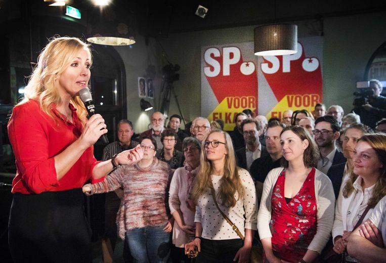 Marijnissen staat partijgenoten te woord na de uitslag van de gemeenteraadsverkiezingen Beeld anp