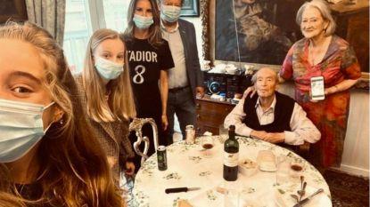 Coucke viert moederdag met mondmasker