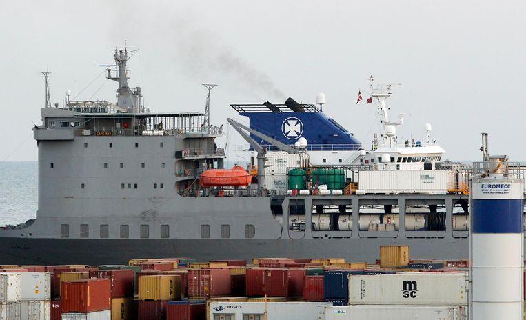 Een Deens schip vervoert een deel van het Syrische chemische wapenarsenaal naar de zuidelijke Italiaanse haven Gioia Tauro. Beeld reuters