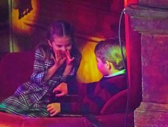 IN BEELD. Kinderen van prins William en Kate stelen de show tijdens uitstapje naar theater