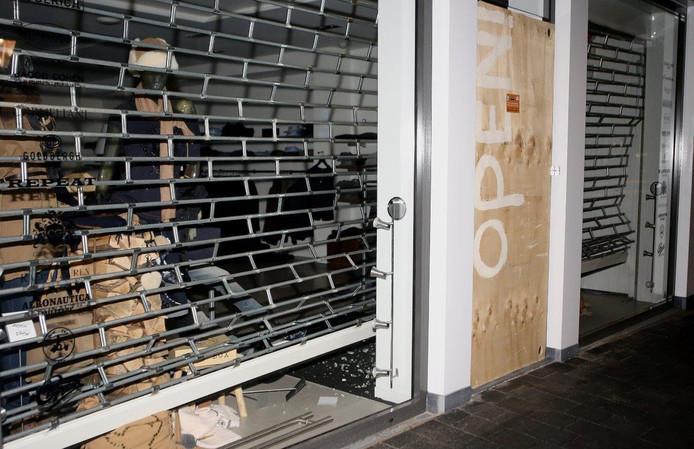 Bij Zoetelief Mode in Vught werd merkkleding gestolen.