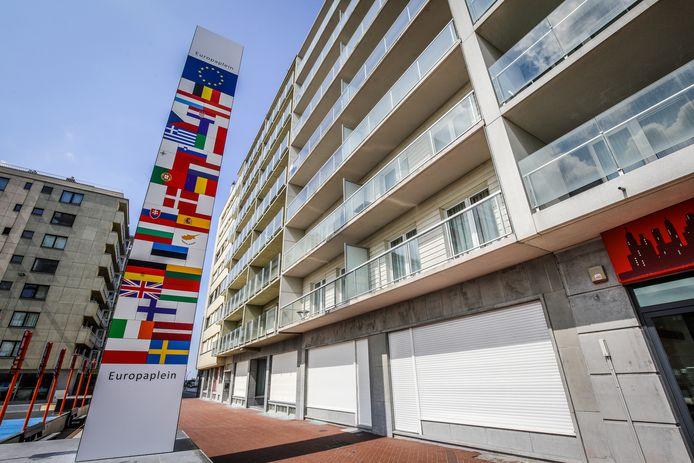 De vlaggenzuil op het Europaplein werd al afgeschoten door de buurtbewoners nog voor de officiële inhuldiging.