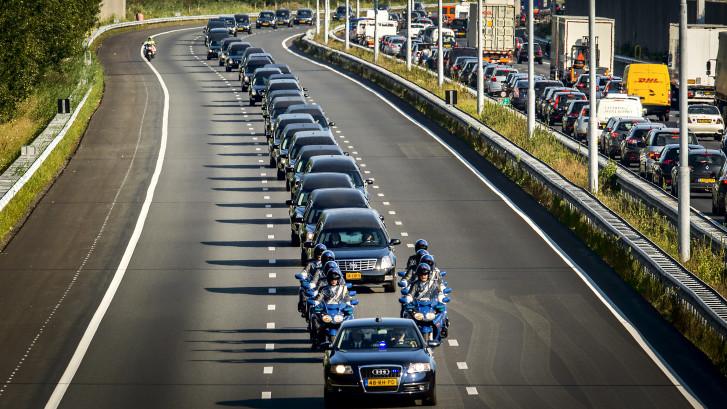 Vijf jaar na de ramp met de MH17: de indrukwekkende rouwstoet vanuit Eindhoven in beeld