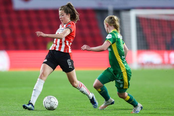 PSV-middenveldster Nurija van Schoonhoven tegen ADO Den Haag in het Philips Stadion.