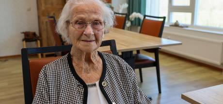 102-jarige Tonny uit Sint-Oedenrode eindelijk gevaccineerd: 'Ik was blijkbaar geen uitzondering'