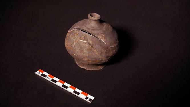 Archeologen vinden spaarpot uit de 16de eeuw in de Molenstraat