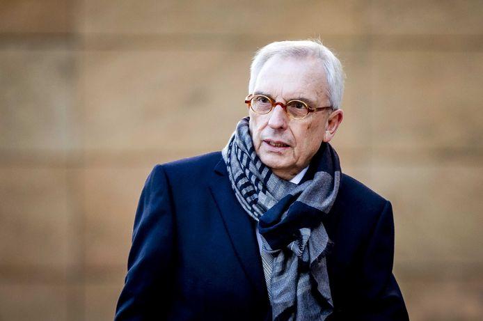 De voormalige Roermondse wethouder Jos van Rey komt aan bij het gerechtshof voor de hogerberoepszaak.