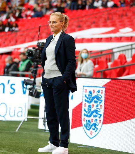 Wiegman vindt haar weg als bondscoach van Engeland: 'Je bent wel echt de baas hier'