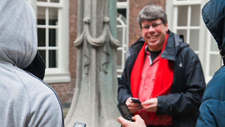 Pastor Luc Tanja stuurt praktische berichten en mooie spreuken. Beeld Roï Shiratski