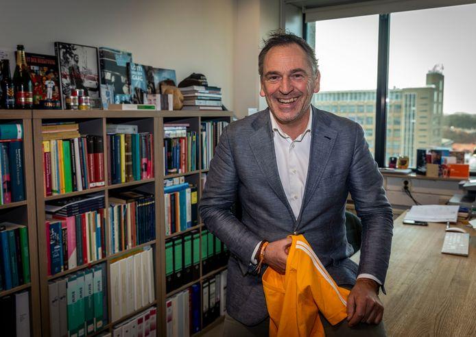 Gino van Roeyen heeft als advocaat van H&M na 24 jaar strijd gewonnen. De modeketen mag mag toch sportkleding verkopen met een dubbele streep erop.