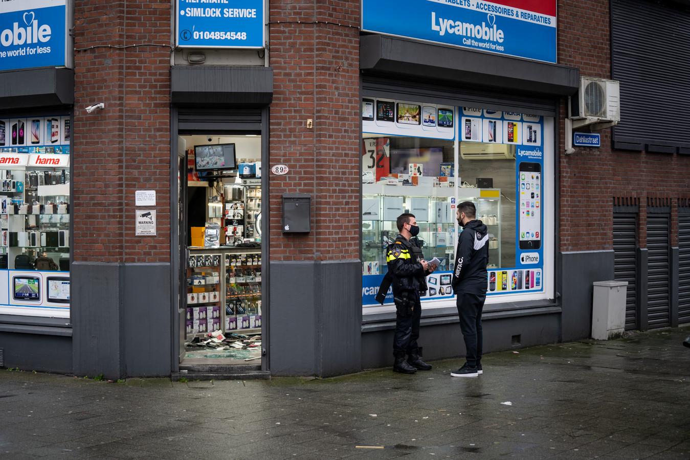Overval op telefoonwinkel op de Hillevliet.