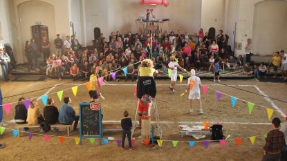 Circusplaneet legt eerste steen voor nieuwe kerk