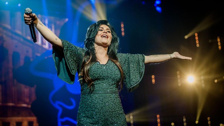 Roxeanne Hazes vorig jaar tijdens Holland zingt Hazes in de Ziggo Dome, waarbij artiesten een ode brachten aan de volkszanger Beeld ANP