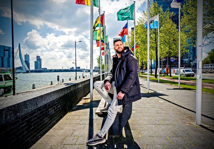 Hoe is het nu met..? Mohsin Amdaouech uit Gouda. Normaal reist hij de wereld rond, nu zit hij al een tijdje thuis.