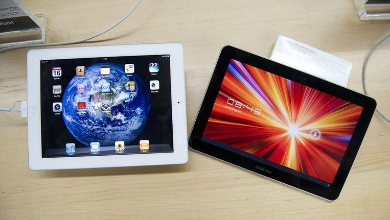 De iPad 2 van Apple (L) en de Galaxy Tab van Samsung. Beeld epa