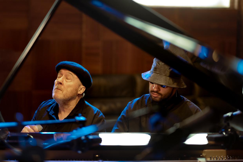 Arno Hintjes werkte voor zijn laatste plaat samen met pianist Sofiane Pamart. Beeld Danny Willems